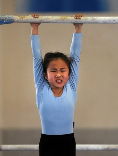 gymnast-girl-hang_2294614k
