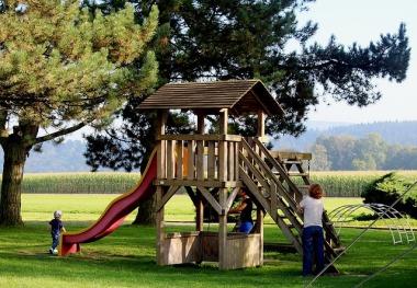 playground-470402_640